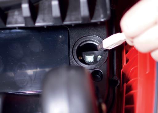Mähroboter | AL-KO Robolinho® Autoupdater - Schritt 10: USB Kabel verbinden