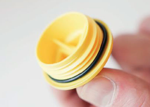 Mähroboter | AL-KO Robolinho® Autoupdater - Schritt 14: Schraubverschluss gegebenenfalls reinigen